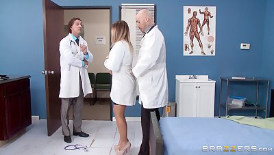 Mart guardianship fucked from behind by a horny doctor - Payton West